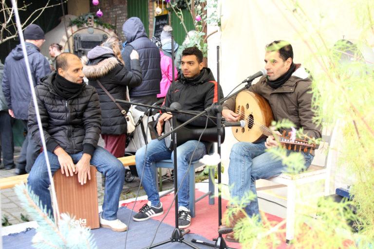 Mustafa Khalil und seine Kollegen nehmen uns mit auf ihren arabischen Klängteppich
