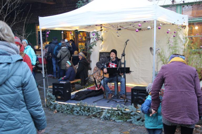 Kurt Reißner am Mikrophone